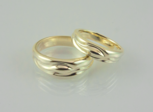 Picture of Summer Stream wedding bands in 14ky laying down